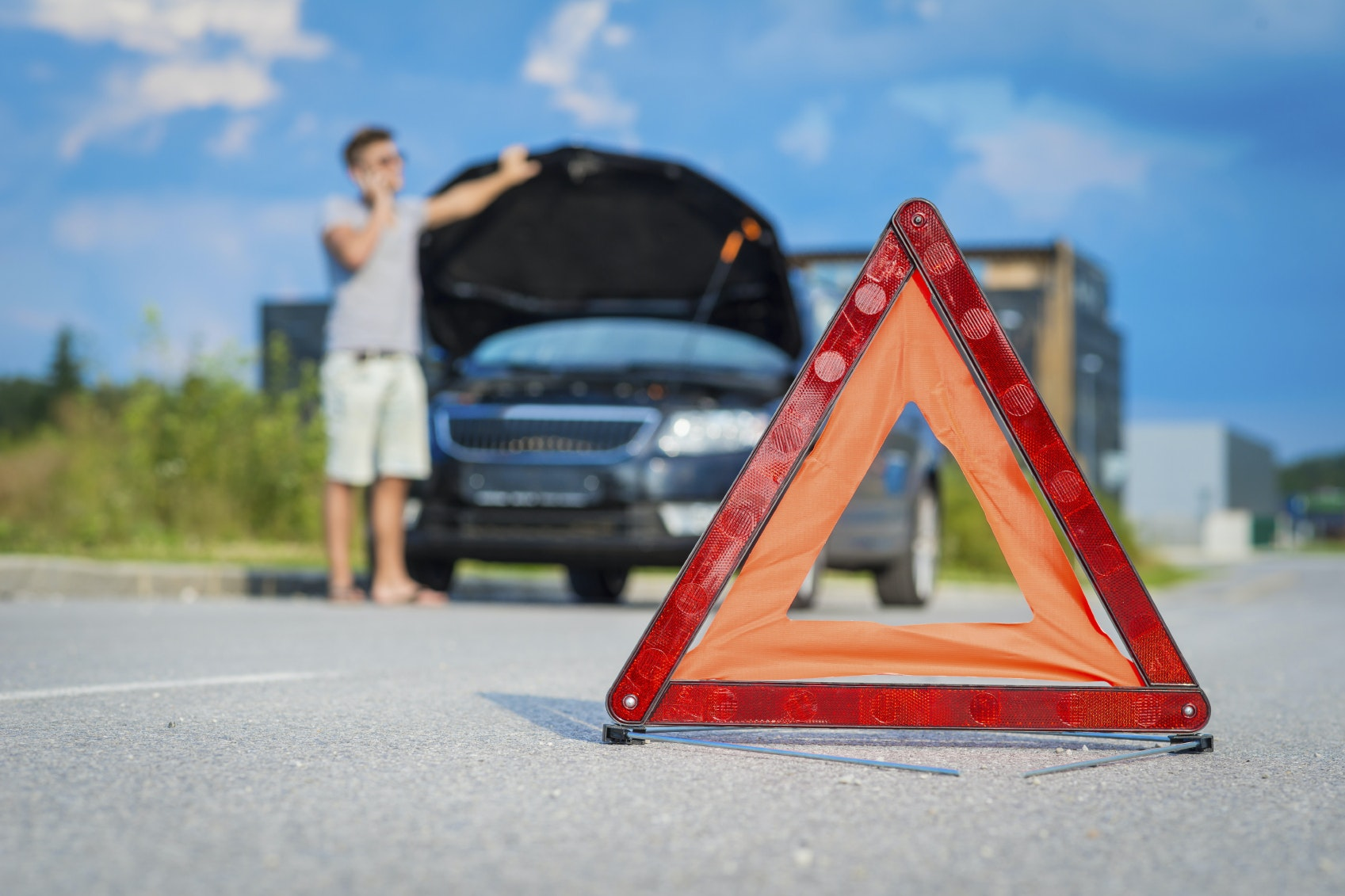 5 Emergency Items Everyone Should Have In Their Car