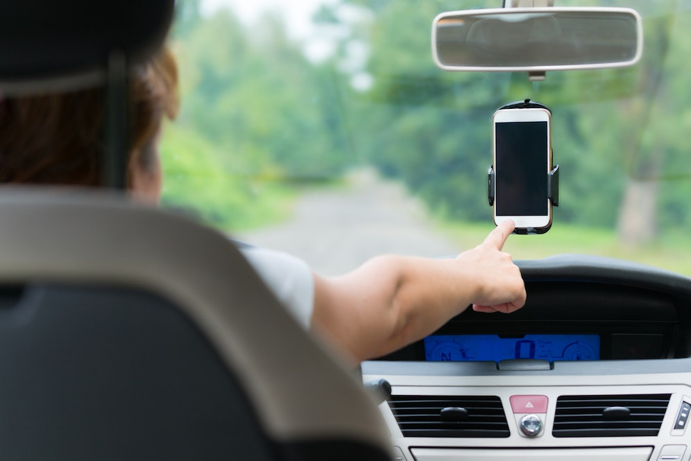 5 Best Gadgets to Comply with New Hands-Free Phone Law